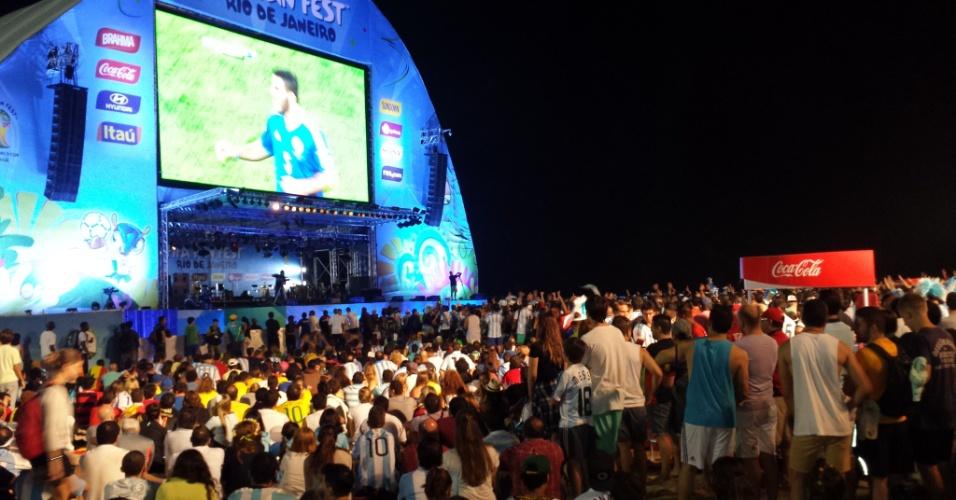 15.jun.2014 - Torcedores argentinos lotaram Fan Fest no Rio de Janeiro para acompanhar o jogo contra a Bósnia