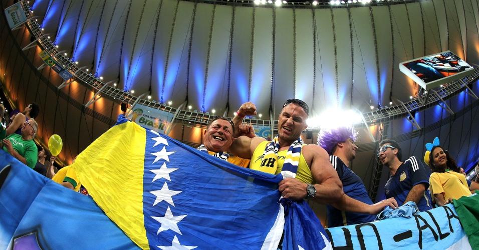 Torcedores da Bósnia-Herzegóvina aguardam o início da partida contra a Argentina, pela Copa do Mundo
