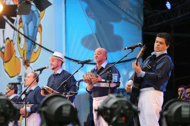 15.jun.2014 - Tradicional grupo Demônios da Garoa se apresenta na Fan Fest de São Paulo, no Anhangabaú