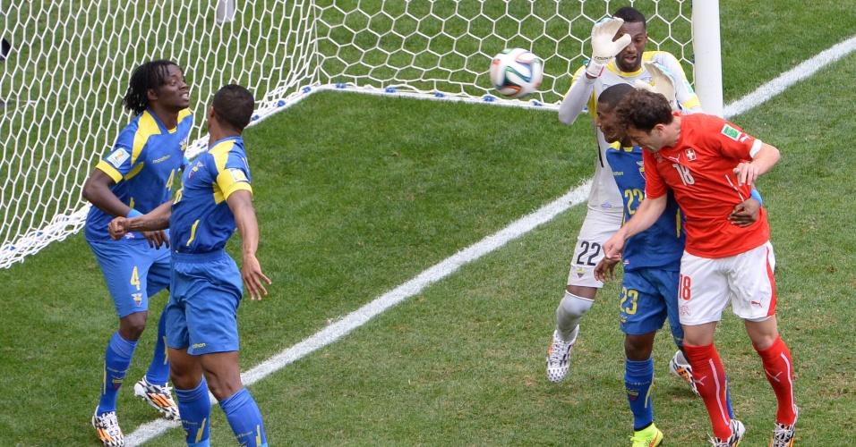 Admir Mehmedi empata para a Suíça contra o Equador, em Brasília