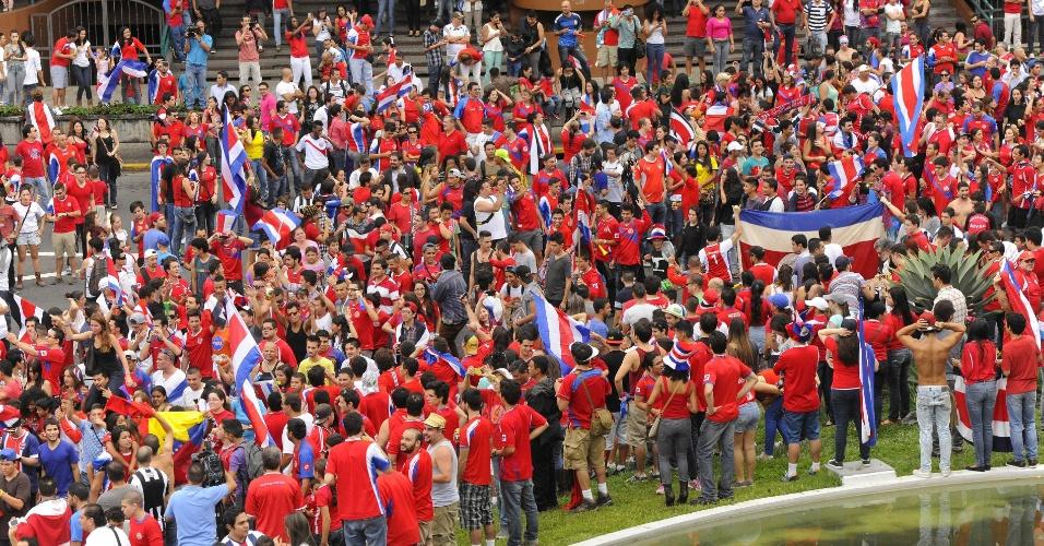 Após surpreendente vitória da Costa Rica sobre o Uruguai, torcedores comemoraram muito nas ruas de San José, capital do país