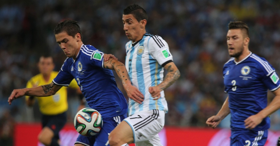 Besic, da Bósnia, e argentino Di María dividem a bola na partida no Maracanã