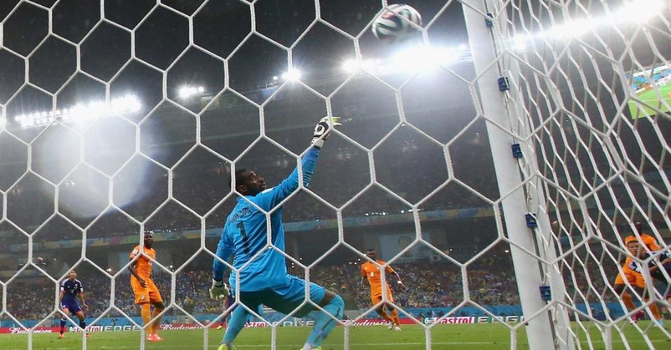 Bola entra no gol de Honda para o Japão contra a Costa do Marfim