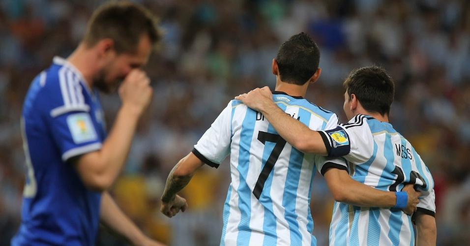 Di Maria e Messi comemoram o primeiro gol da Argentina contra a Bósnia, no Maracanã
