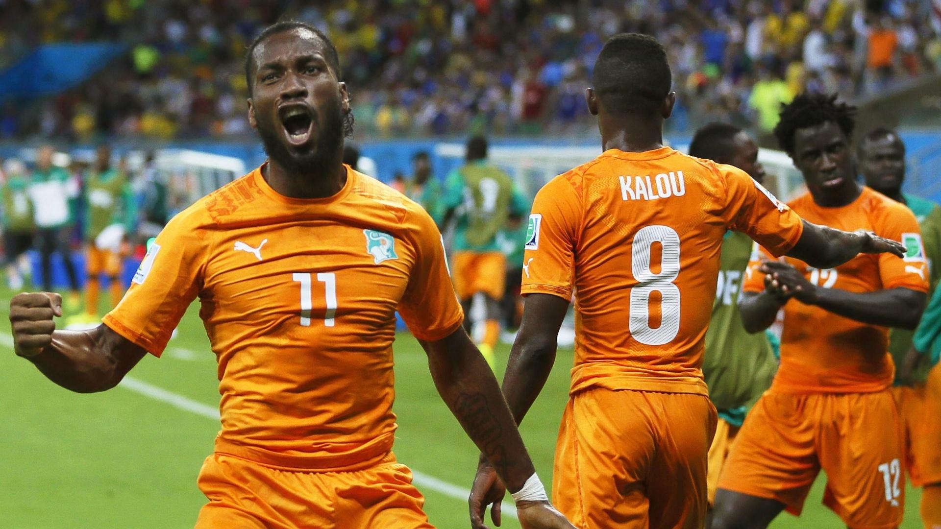 Drogba vibra ao ajudar a garantir a vitória da Costa do Marfim sobre o Japão por 2 a 1