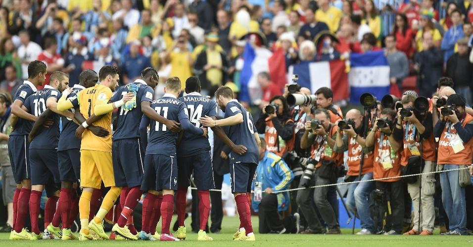 Equipe francesa se reúne antes do início do duelo com Honduras no Beira rio