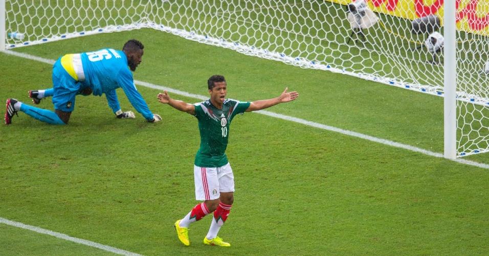 Giovanni dos Santos lamenta gol anulado. Ele ainda faria outro gol que não valeu em México 1 x 0 Camarões