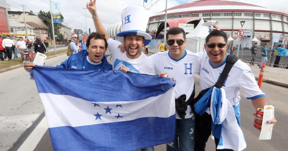 Hondurenhos no caminho para o estádio Beira-Rio antes da estreia contra a França
