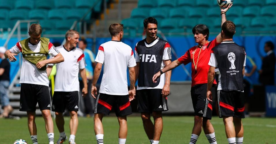 Joachim Low comanda treinamento da seleção alemã neste domingo
