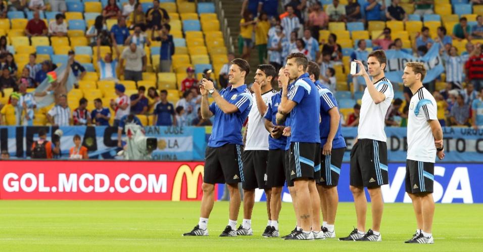 Jogadores da Argentina tiram foto do Maracanã antes da estreia na Copa, contra Bósnia-Herzegóvina
