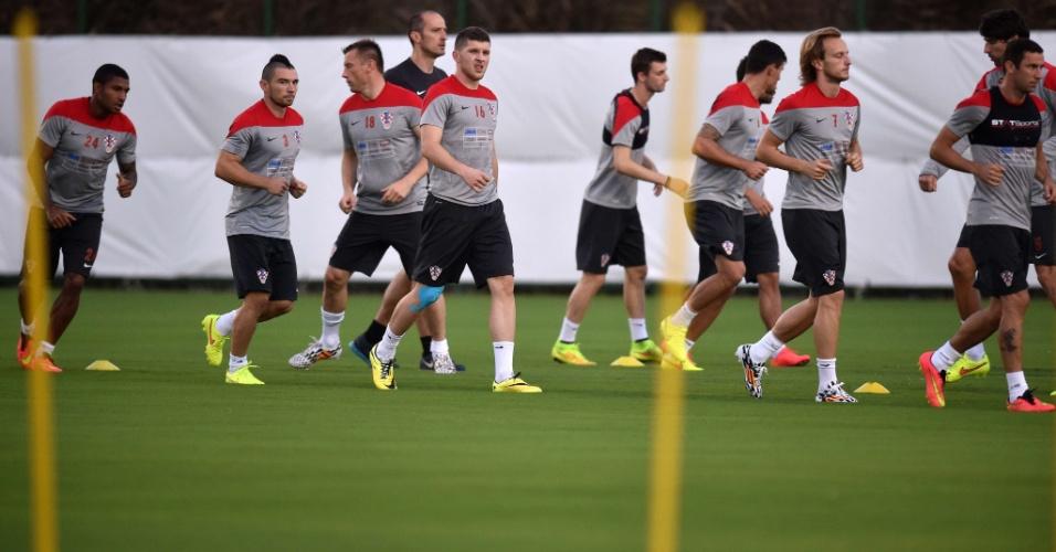 Jogadores da Croácia fazem treino físico na Praia do Forte