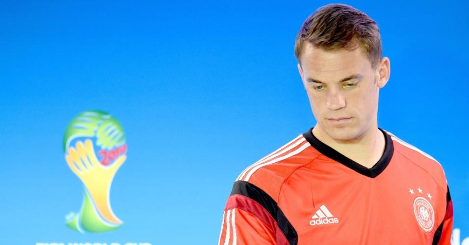 Manuel Neuer, goleiro da Alemanha, conversa com a imprensa durante coletiva