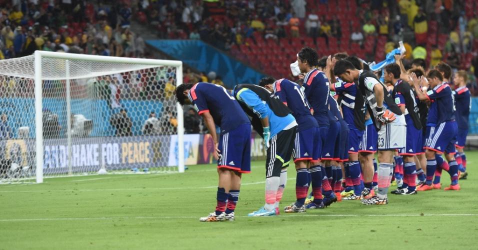 Mesmo com a derrota de virada, japoneses agradecem à torcida depois da partida contra a Costa do Marfim