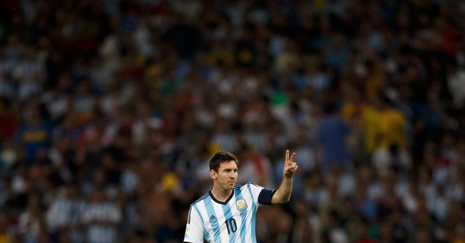 Messi gesticula durante a partida da Argentina contra a Bósnia-Herzegóvina, no Maracanã