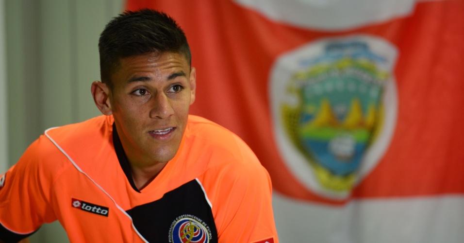 Oscar Duarte, zagueiro da Costa Rica, concede entrevista coletiva após treino da seleção em Fortaleza