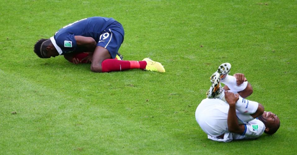 Paul Pogba e Wilson Palacios ficam no chão após choque no confronto entre França e Honduras em Porto Alegre