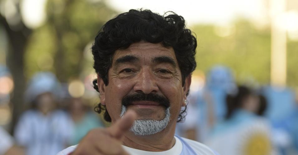 Sósia de Maradona espera a estreia da Argentina na Copa do Mundo, contra a Bósnia-Herzegovina, no Maracanã