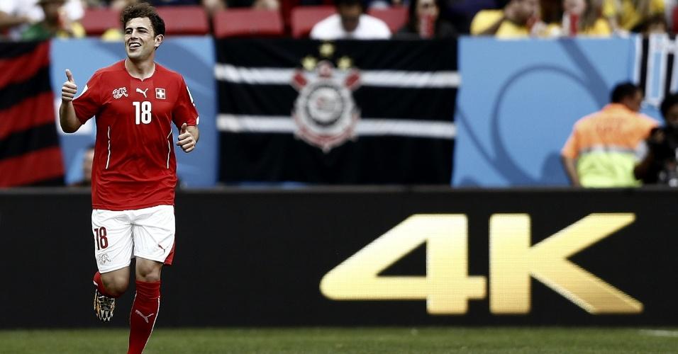 Suíço Admir Mehmedi comemora gol de empate contra o Equador, na estreia suíça na Copa