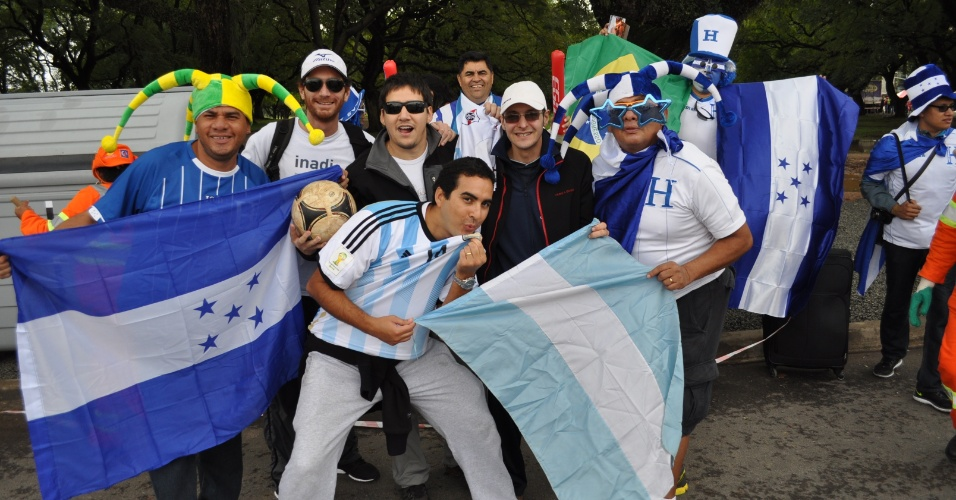Torcedor argentino se infiltra em meio aos hondurenhos