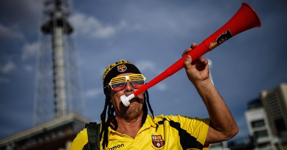 Torcedor equatoriano chega animado ao estádio Mané Garrincha para a estreia contra a Suíça