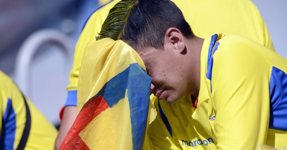 Torcedor equatoriano lamenta derrota, de virada, para a Suíça, no primeiro jogo do Equador na Copa do Mundo