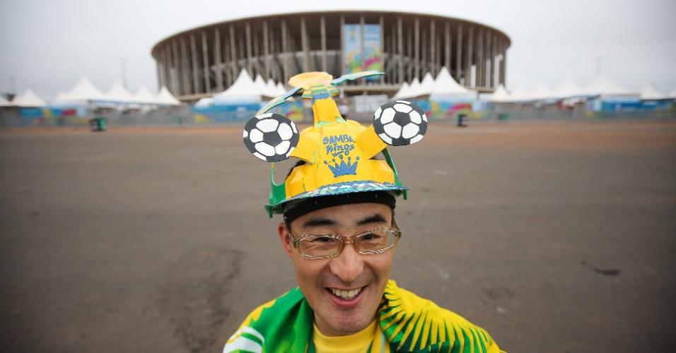 Torcedor japonês comparece ao estádio Mané Garrincha para assistir ao jogo entre Suíça e Equador