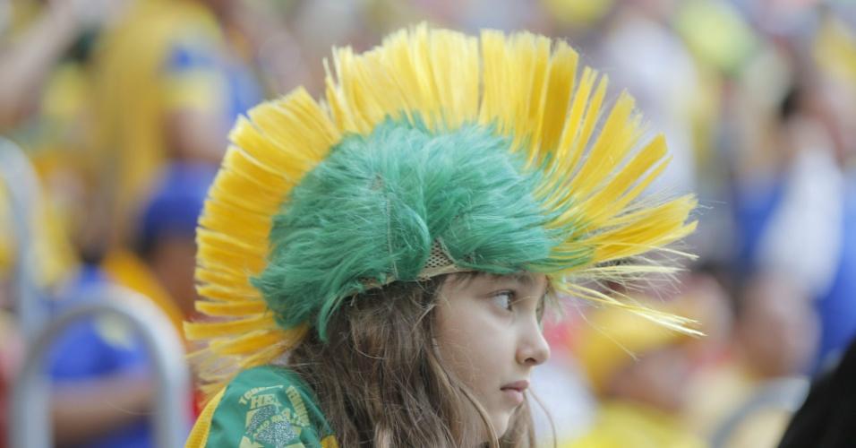 Torcedora brasileira também comparece ao estádio Mané Garrincha para a estreia de Suíça e Equador