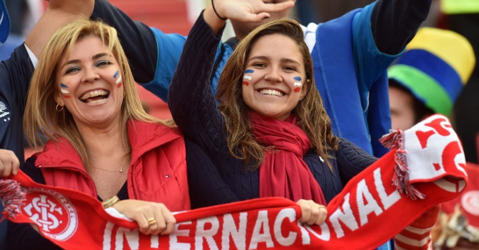 Torcedoras do Internacional também marcam presença no Beira-Rio para um jogo de Copa do Mundo no estádio da equipe