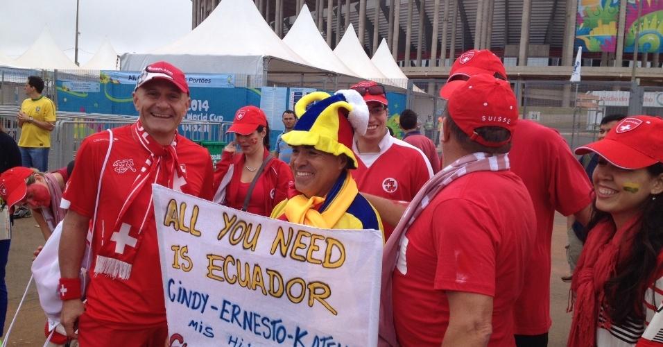 Torcedores de Suíça e Equador confraternizam antes de estreia na Copa