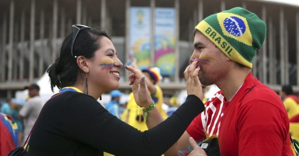 Torcedores pintam o rosto e se preparam para a estreia de Suíça e Equador na Copa do Mundo