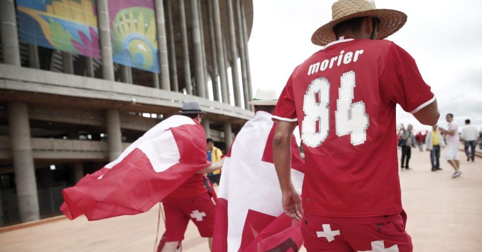 Torcedores suíços marcam presença no estádio Mané Garrincha para a estreia contra o Equador