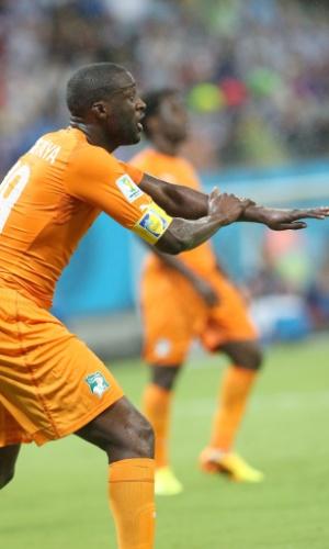 Yaya Toure reage durante vitória sobre o Japão