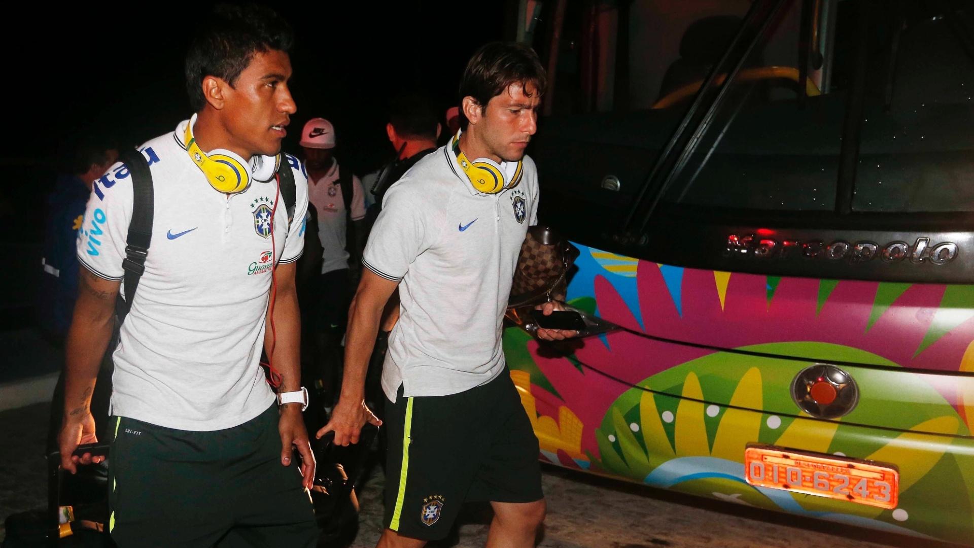 15. jun. 2014 - Paulinho e Maxwell chegam em Fortaleza