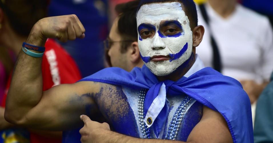 """15.jun.2014 - Este torcedor levou a sério o lema de """"Força, Honduras"""" - algo que a seleção vai precisar muito depois da derrota para a França"""