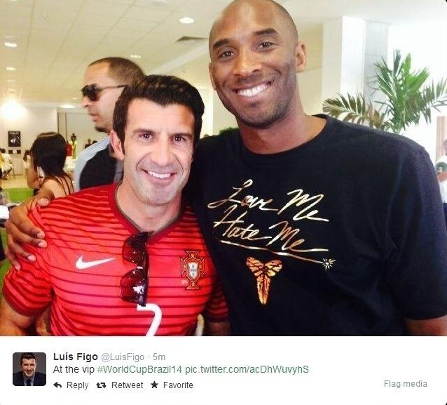 16.06.2014 - Luis Figo e Kobe Bryant curtem o jogo entre Portugal x Alemanha na Arena Pernambuco