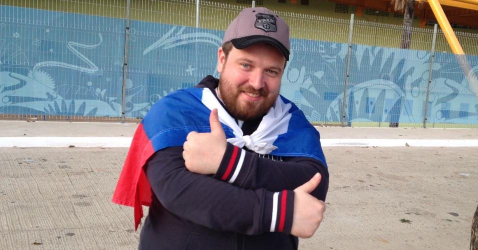 16.jun.2014 - Horas depois de chegar ao Brasil, russo Alexey Shmakov foi conhecer a Arena Pantanal em Cuiabá