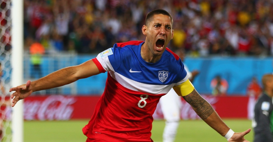 16.jun.2014 - Americano Clint Dempsey não demorou nem 30 segundos para marcar o primeiro gol dos EUA na Copa