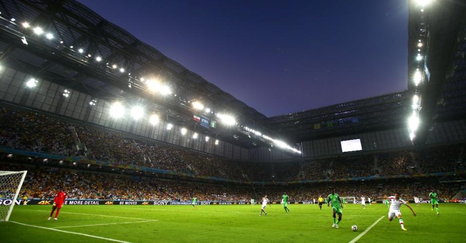 Arena da Baixada é vista em bela imagem durante sua estreia na Copa, em Irã x Nigéria