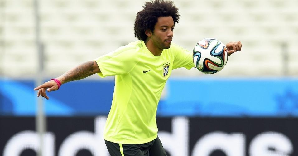Autor de gol contra na estreia com a Croácia, Marcelo treina para o jogo contra o México