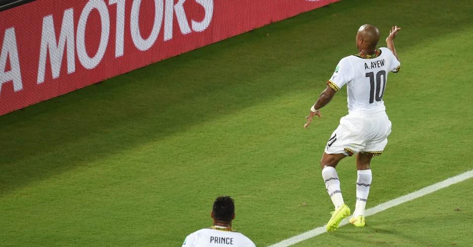 16.jun.2014 - Ayew dança após empatar para Gana contra os EUA. Mas o gol não impediu a derrota. Os americanos venceram por 2 a 1