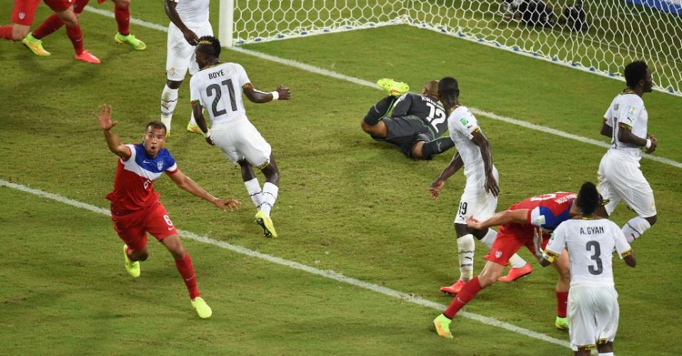 16.jun.2014 - Brooks fez o gol da vitória dos EUA logo depois de Gana empatar o jogo na Arena das Dunas