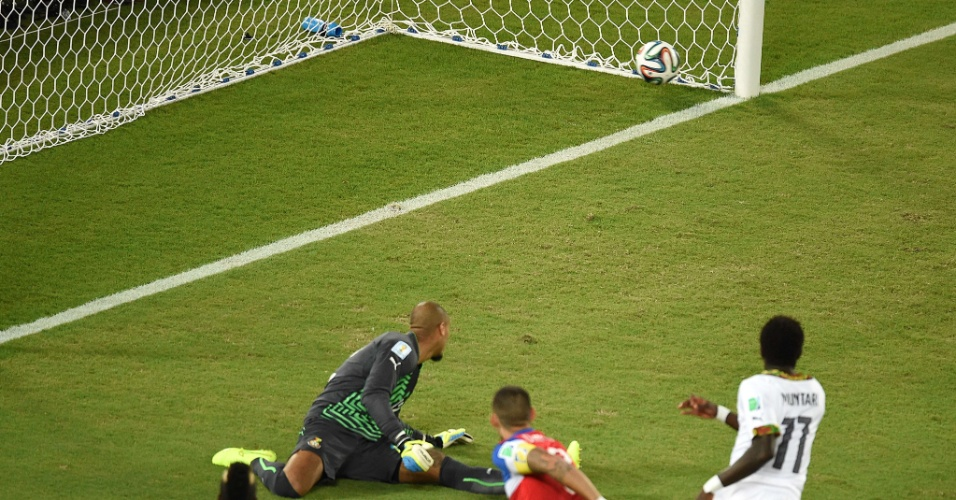 16.jun.2014 - Dempsey coloca os EUA na frente de Gana após marcar com menos de 30 segundos de jogo