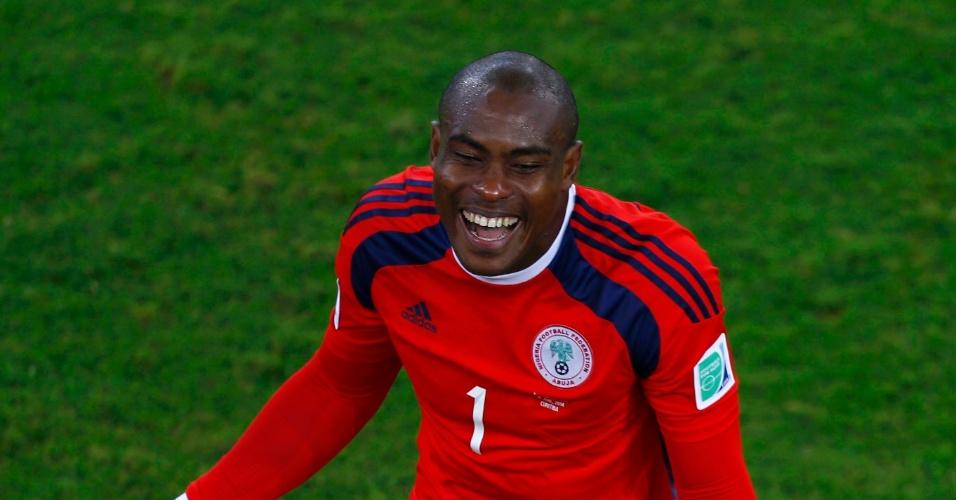 Goleiro da Nigéria, Enyeama, durante estréia da seleção em partida contra o Irã