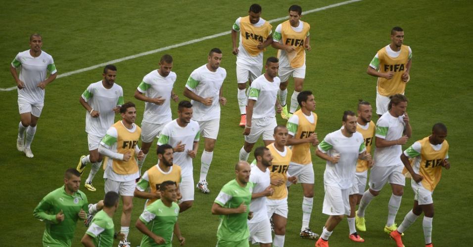 Jogadores da Argélia fazem último treino antes da estreia contra a Bélgica, nesta terça-feira, no Mineirão