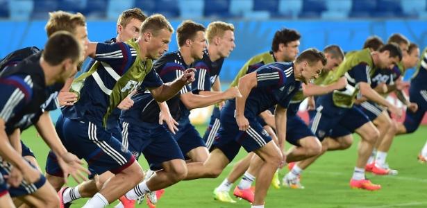Jogadores da Rússia realizam treino físico em Cuiabá antes de parte contra a Coreia do Sul, nesta terça-feira