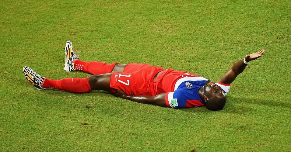 16.jun.2014 - Jozy Altidore fica caído no gramado após sentir lesão na coxa esquerda contra os EUA, na Arena das Dunas