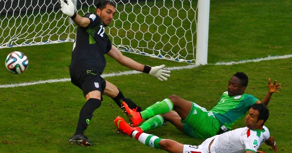 Musa dá carrinho, mas perde chance para a Nigéria na cara do gol do Irã
