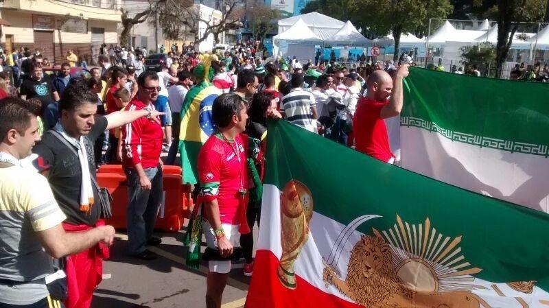 Ruas de Curitiba estão ocupadas por torcedores do Irã
