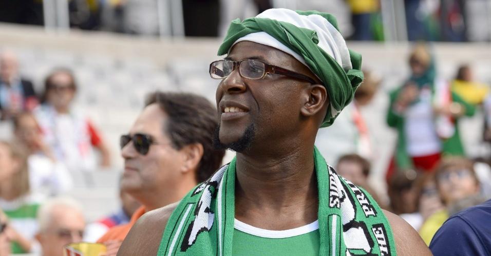 Torcedor da Nigéria comparece à Arena da Baixada para a estreia do país africano na Copa