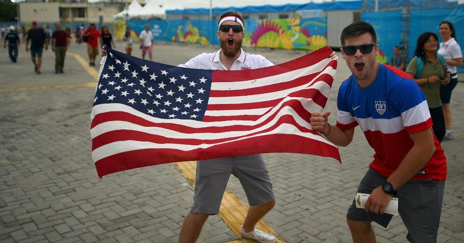 16.jun.2014 - Torcedores dos EUA chegam animados à Arena das Dunas, onde a seleção enfrenta Gana pelo grupo G